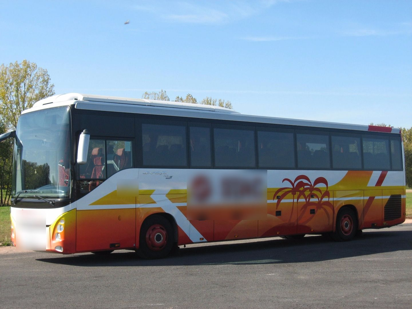 Coach provider Aurillac: Renault