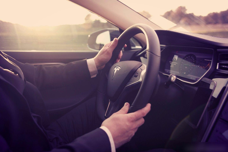 Taxi Cotignac: Tesla