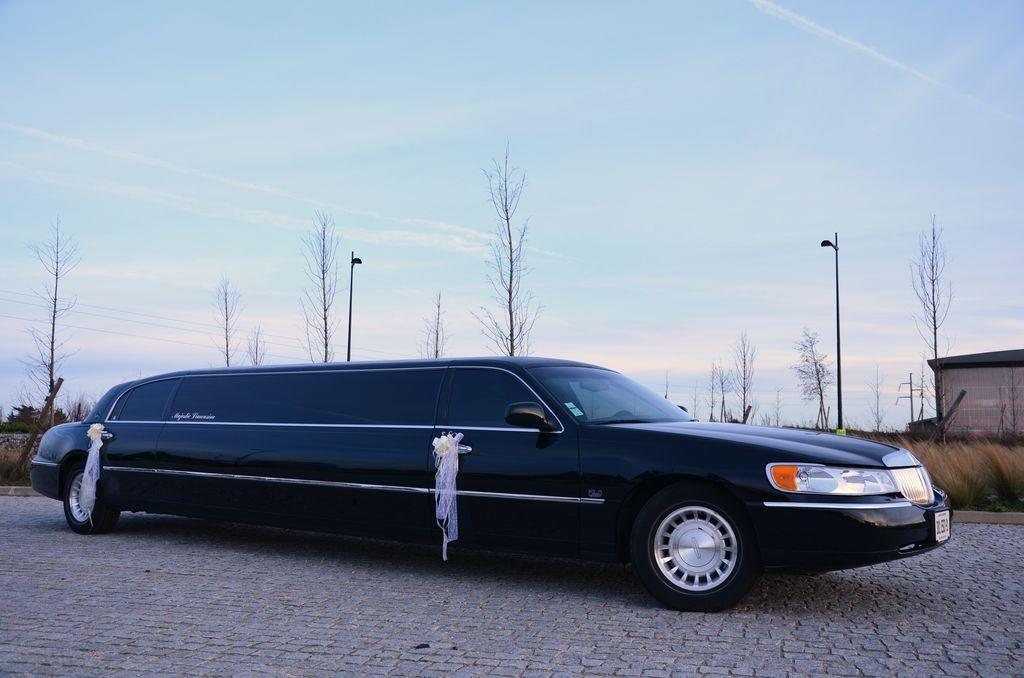 limousine ormoy limousines lincoln blanche noire et rose et humme. Black Bedroom Furniture Sets. Home Design Ideas