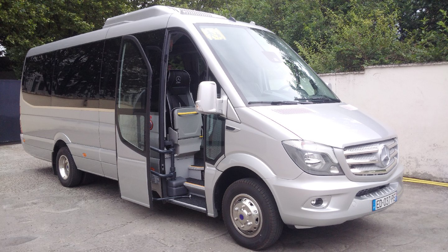 Coach provider Montreuil: Mercedes
