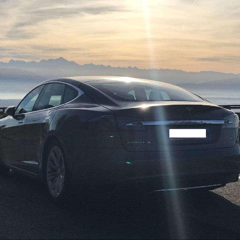 VTC Saint-Genis-Pouilly: Tesla