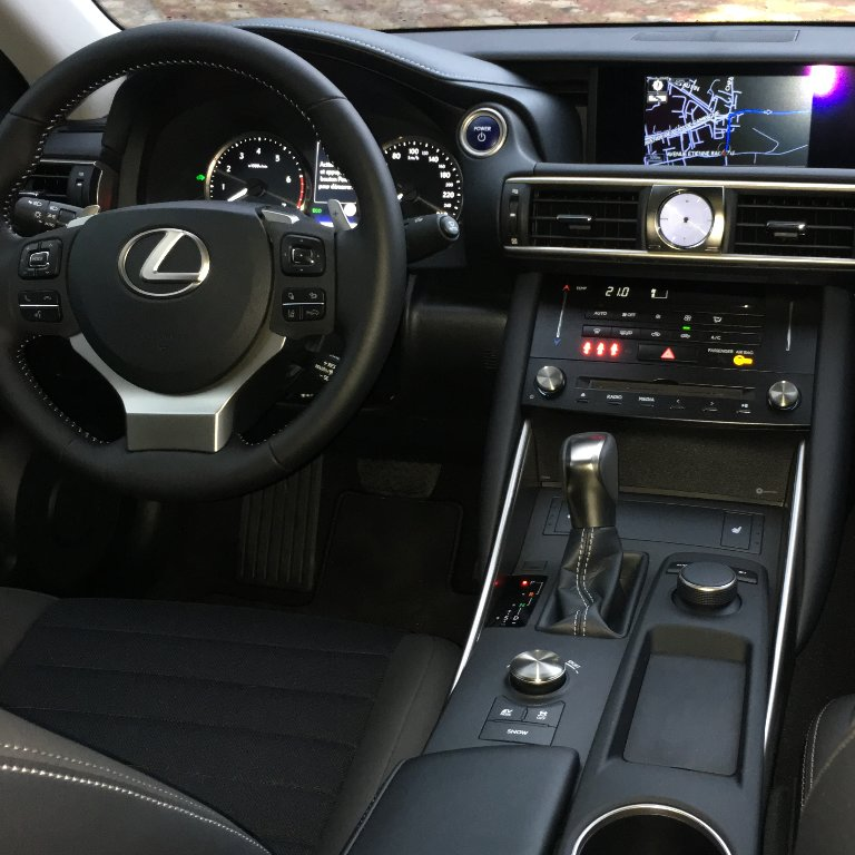 VTC Les Pennes-Mirabeau: Lexus
