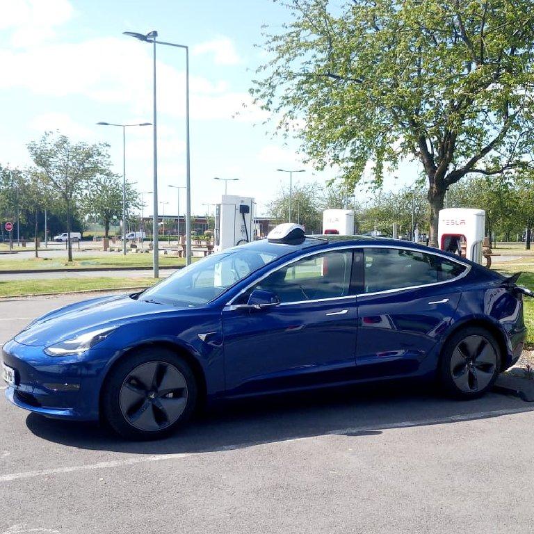 Taxi Roye: Tesla