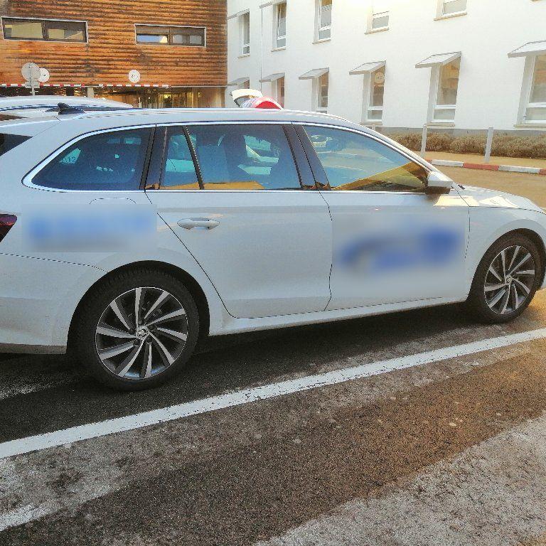 Taxi Neuville-Saint-Amand: Skoda